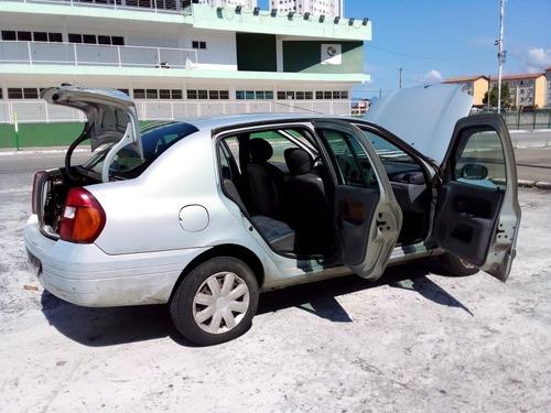 Renault Clio Sedan 2001 1.0 16v Rn 4p
