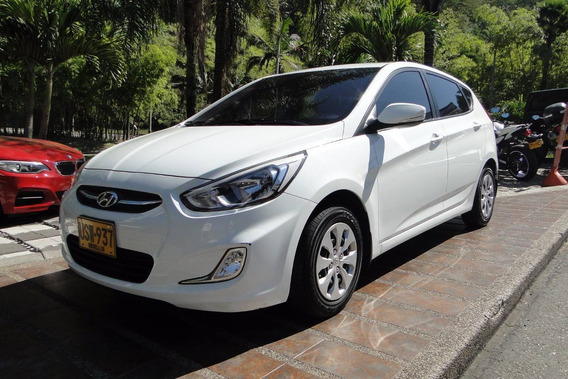 Hyundai I25 Hatch Back 1.6 2016 Blanco 5 Puertas