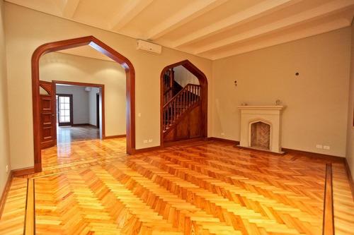 Imagen 1 de 29 de Casa  Estilo Tudor En Alquiler  - Belgrano R. Impecable Estado.
