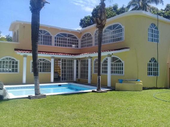 Casa 4 Recámaras, 3 Baños, Alberca Caldera, Fracc. Cerrado.