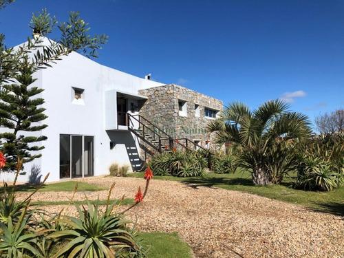 Estupenda Casa En Barrio Privado.- Ref: 35901