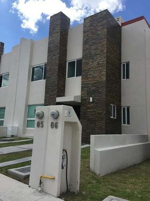 Casa En Venta Zibata Fracc Con Alberca Y Vigilancia Las 24 Horas