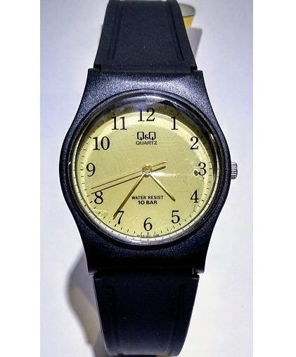Relógio Q&q Preto Com Fundo Dourado - Vp34j001y