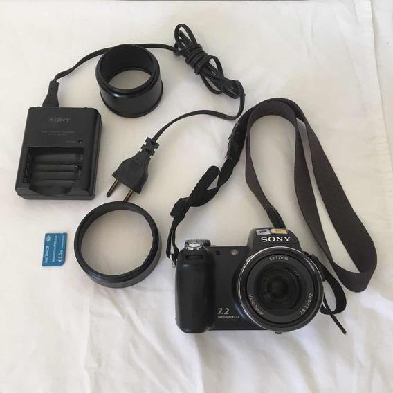 Câmera Fotográfica Cyber-shot Antiga No Estado.