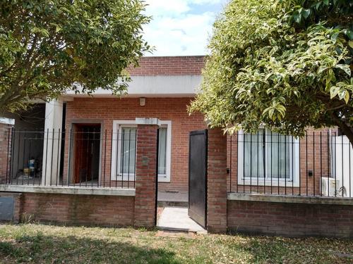 Imagen 1 de 12 de Vendo Casa 3 Domitorios Garaje Y Quincho Lavadero Parque