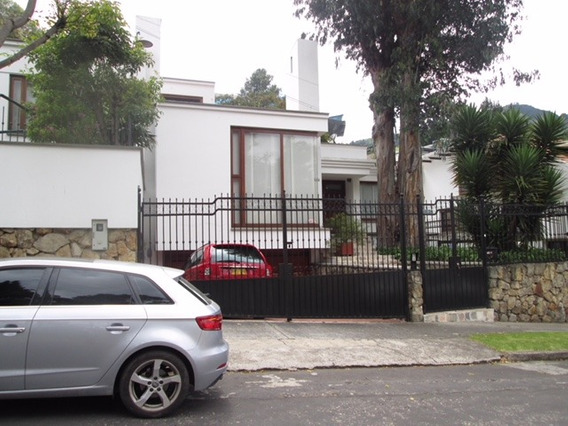 Hermosa Casa Bogota Santa Ana Oriental Amplia