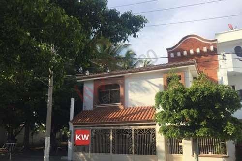 Casa En Lomas De Mazatlán De 4 Recamaras Y Apartamento Adosado
