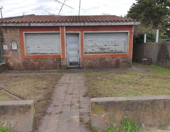 Casa De Tres Dormitorios Con Amplio Jardín Y Fondo