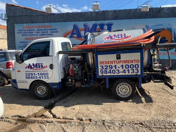 Caminhão De Hidrojato E Sucção De 2 300 Litros
