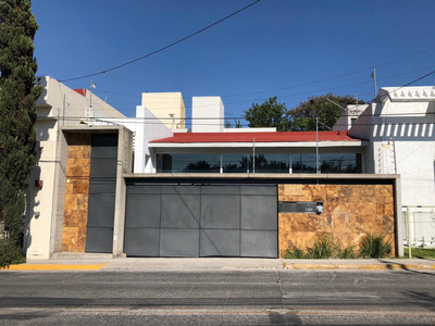 Bonita Casa En Colomos Providencia. En Venta