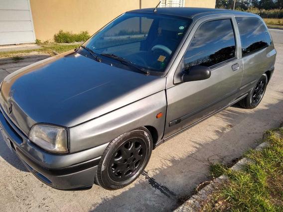 Renault Clio 1996 1.6 Rn