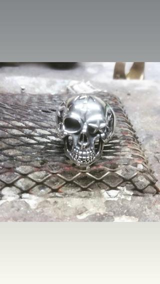 Anel Caveira Com Estrela Em Prata 925