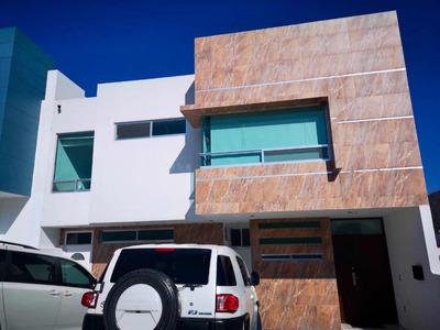 Casa Amplia, Cómoda Y Segura. A Tratar !!!!!