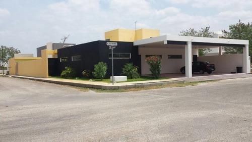Magnífica Residencia En Privada Cholul De 805 M2.