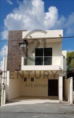 Venta De Casa Estilo Moderno, Col. Primero De Mayo, Ciudad Madero, Tamaulipas.