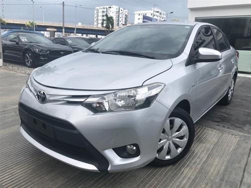 Toyota Yaris 2015 Clean V4 ( 4 Cilindros Economico)