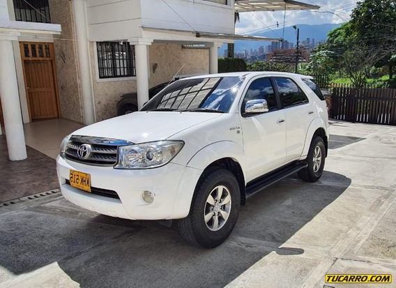 Toyota Fortuner Urbana 2700 4x2 At