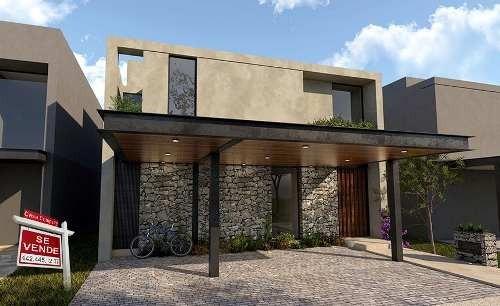 Hermosa Residencia En Altozano, Gran Jardín, 3 Recámaras..