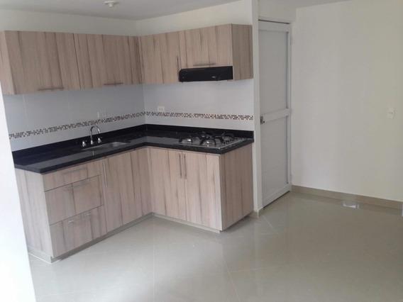 Apartamento De Dos Hab, Un Baño, Sala, Comedor Y Cocina