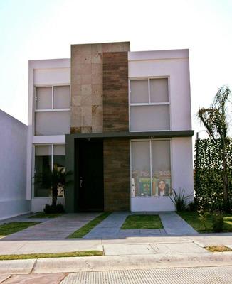 Una En Planta Baja!! San Isidro Juriquilla, 3 Recámaras, 2.5 Baños Completos..