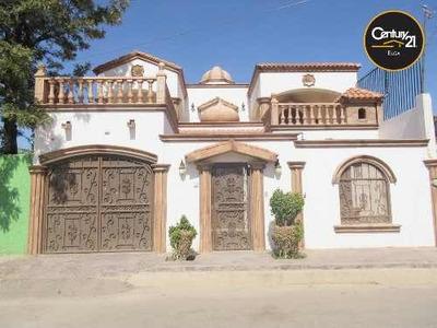 Casa De Dos Niveles Al Poniente De La Ciudad.