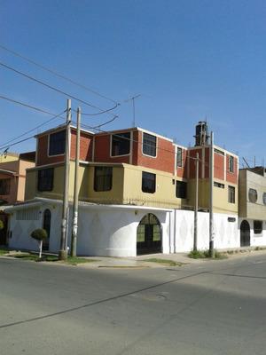 Casa De 3 Pisos Con Cochera En Zona Comercial