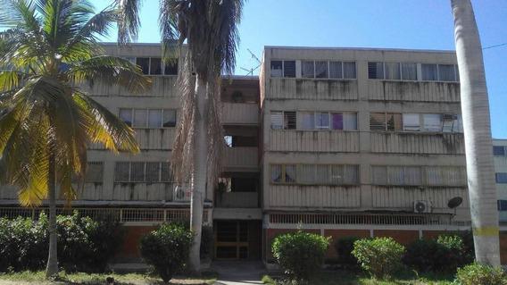 Apartamento En Venta Res.santa Cruz / Yormari C.04243621046