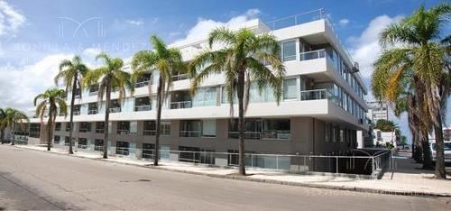 Dormitorio En Suite, Toilette, Balcón, Cocina Americana, Equipado, Garage.