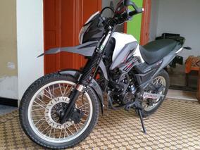 Moto Enduro Con Muy Buenas Prestaciones