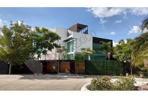 Excelente Casa En Juriquilla, Cuatro Niveles, Roof Garden