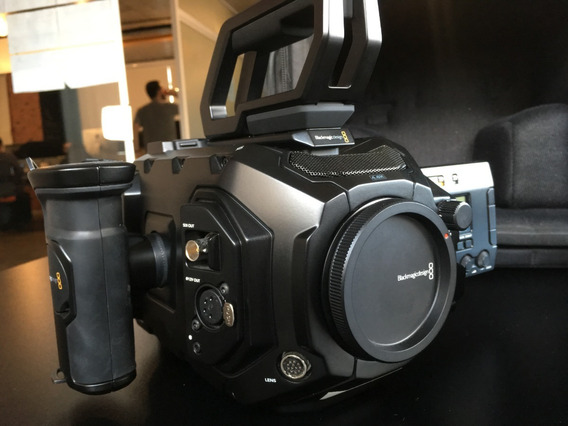 Blackmagic Ursa Mini Pro 4.6k + 2 Baterias + 2 Cartoes Cfast