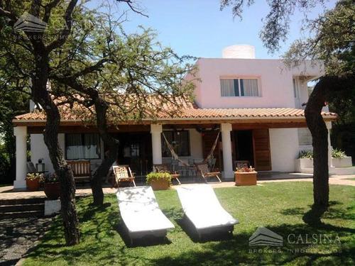 Imagen 1 de 16 de Casa En Venta - B° Golf - Villa Allende - Cba