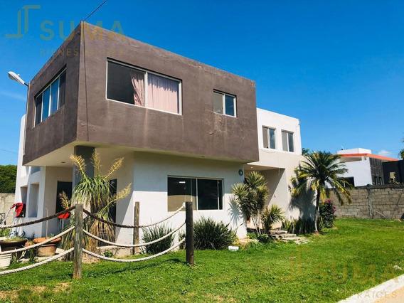 Casa En Venta En Col. El Charro, Tampico.