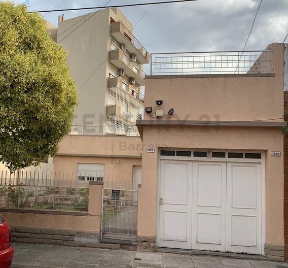 Casa Sobre Lote Propio 8,66 X18- 3 Ambientes Jardin Terraza Y Garage.