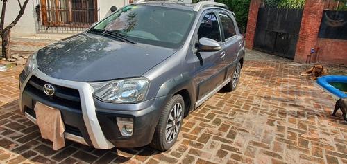 Toyota Etios 1.5 Cross 2016