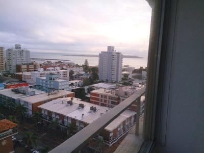Punta Del Este. Vista Al Mar. Exccelente Ubicación.