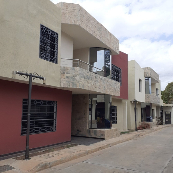Townhouse Lujosos