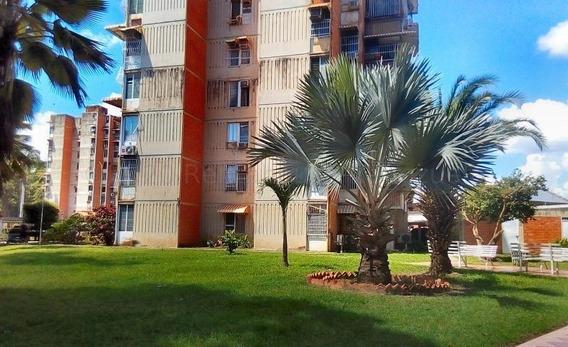 Apartamento En Venta Urb. San Jacinto - Maracay 20-24670hcc