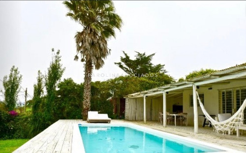 Casa En Venta De 3 Dormitorios En Manantiales- Ref: 3836