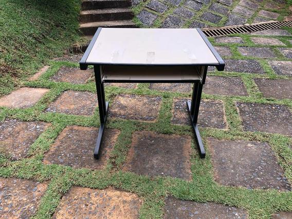 Mesa Para Computador Com Prateleira Móvel Para Teclado.