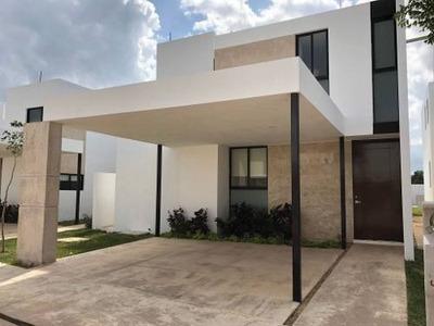 Residencia En Privada Ámantea, 4 Recámaras, Mod. 180