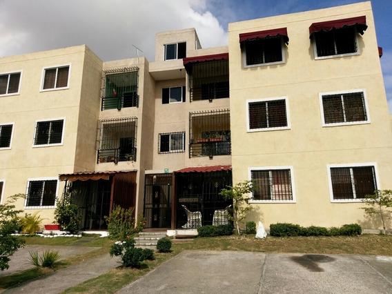 Apartamento De 3 Habitaciones Y 1 Baño
