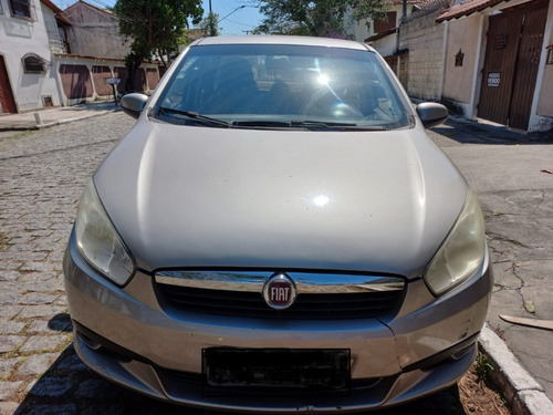 Imagem 1 de 5 de Fiat Grand Siena 2013 1.4 Tetrafuel 4p Tetra-combustible