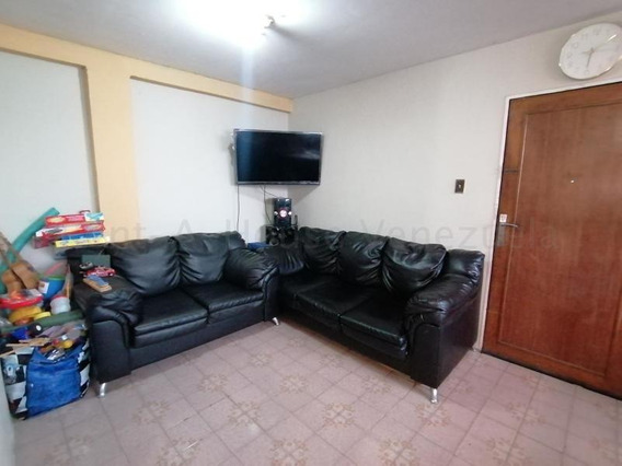 Apartamentos En Venta En Zona Este 20-7012 Rg