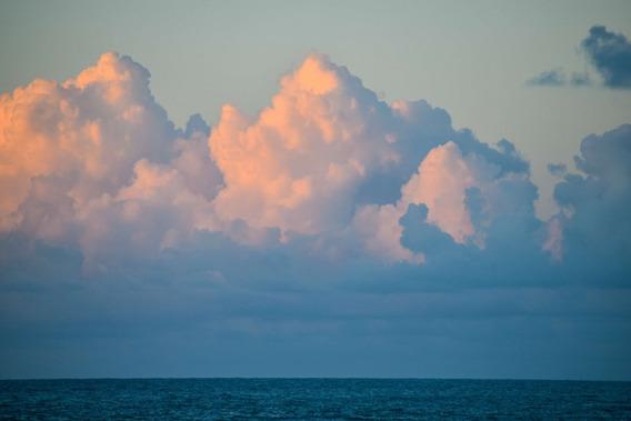 Nubes Teñidas Por El Amanecer