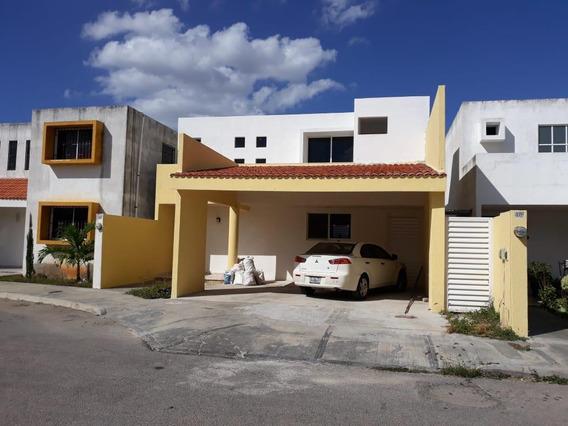 Casa En Renta Dentro De Privada Xcumpich Con Alberca,zona Norte En Merida Yucatan.