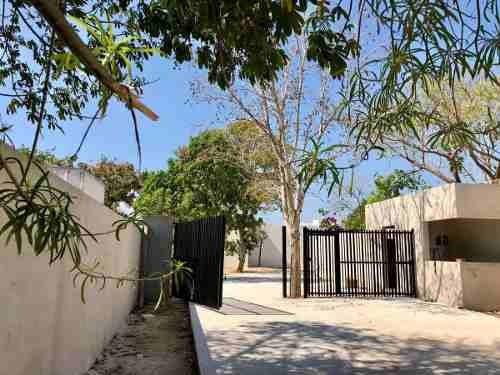 Casas Tipo Villa De 1 Piso En Privada Rue Ii Cholul, Preventa.