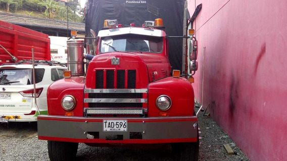 Camion International En Estacas