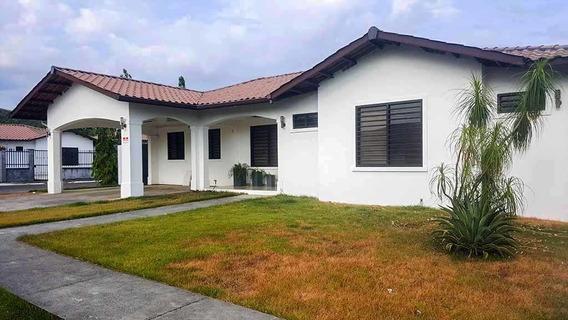 Se Vende Casa En Exclusivo Residencial En David Chiriquí