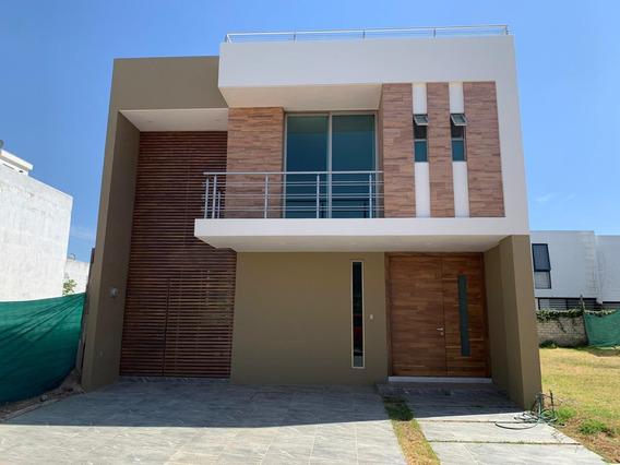 Casa En Renta En Solares.